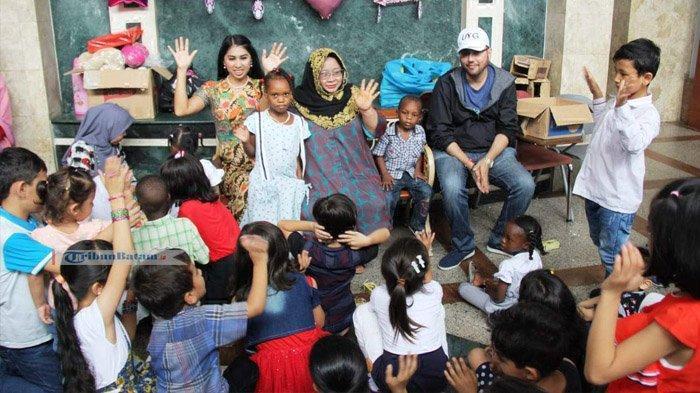 Founder Cinderella from Indonesia Centre Latih Warga Imigran Buat Batik Girl, Ini Kata Noor Lizah