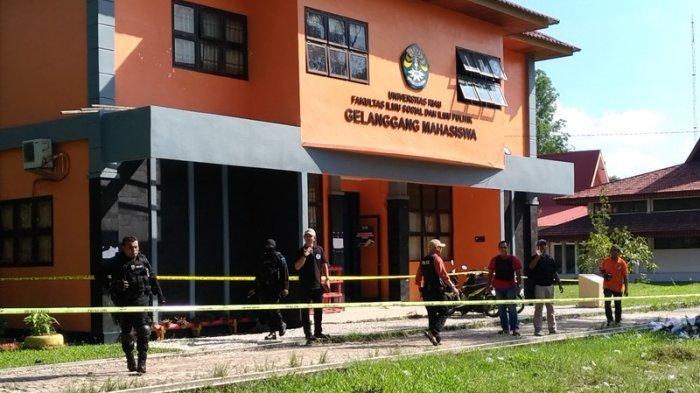 Densus 88 Ikut Geledah Gelanggang Mahasiswa FISIP Universitas Riau. Dekan Kaget
