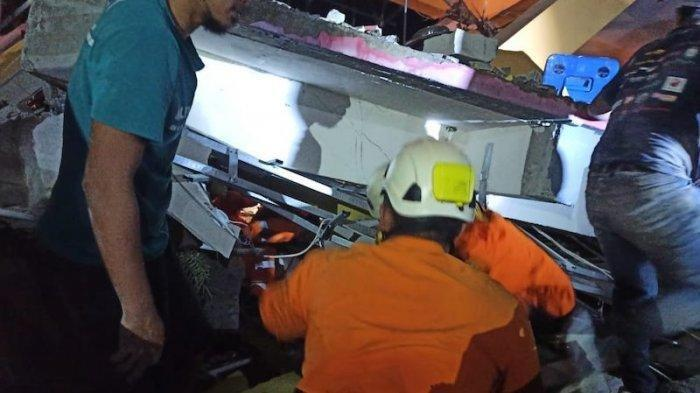 Video Anak Terjebak Reruntuhan Gempa Viral di Medsos, Kini Petugas Tim Sar Masih Cari Korban