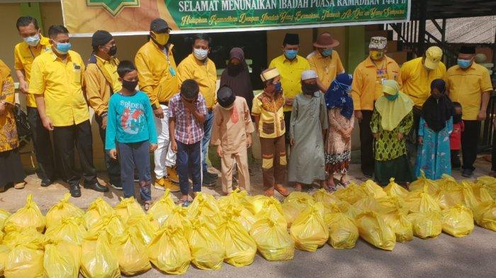 Golkar Peduli Anak Yatim Sebarkan Paket Sembako Gratis di 10 Panti Asuhan di Batam