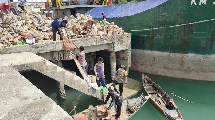 Baim Wong Dabo Oki Andrian Bantu Pembangunan Jembatan Pulau Pilang, Warga Kompak Goro