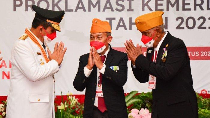 Rangkaian HUT RI ke-76, Gubernur dan Wagub Kepri Berikan Tali Asih untuk Veteran