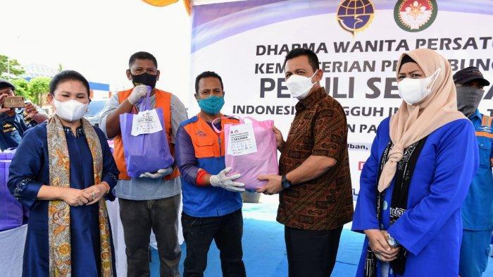 Gubernur Kepri Ikut Serta Beri Bantuan ke Pekerja Pelabuhan Tanjunguban Bintan