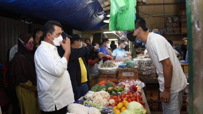 Gubernur Kepri, Ansar Ahmad saat meninjau Pasar Bintan Centre, Tanjungpinang, Sabtu (3/4/2021).