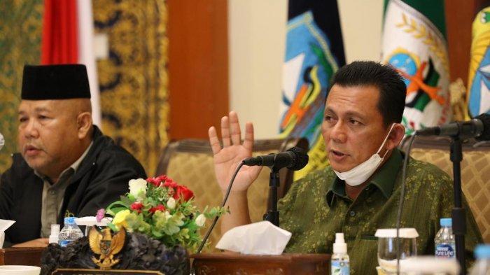 Gubernur Kepri, Ansar Ahmad saat memimpin rapat, Sabtu (4/4/2021).