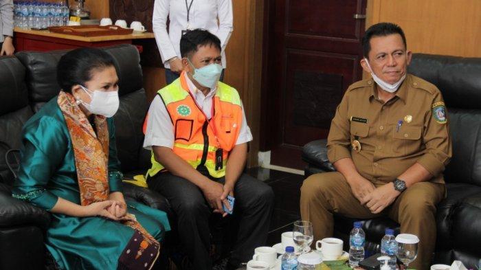 Gubernur Kepri Ansar Ahmad bersilaturahmi dengan Penasihat Dharma Wanita Persatuan Kementerian Perhubungan Endang Budi Karya di Bandara Raja Haji Fisabilillah (RHF) Tanjungpinang.