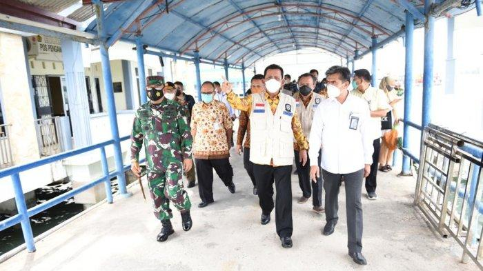 Gubernur Kepri Minta Warga Tak Lengah dengan pandemi Covid-19. Foto Gubernur Kepri Ansar Ahmad di Pelabuhan Sri Bintan Pura,  Kamis (1/4/2021).