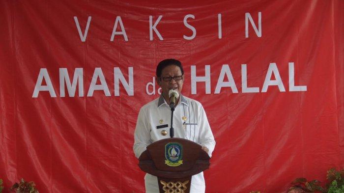 Gubernur Kepri Isdianto saat vaksinasi di RS Raja Ahmad Tabib Tanjungpinang, Kamis (14/1/2021).