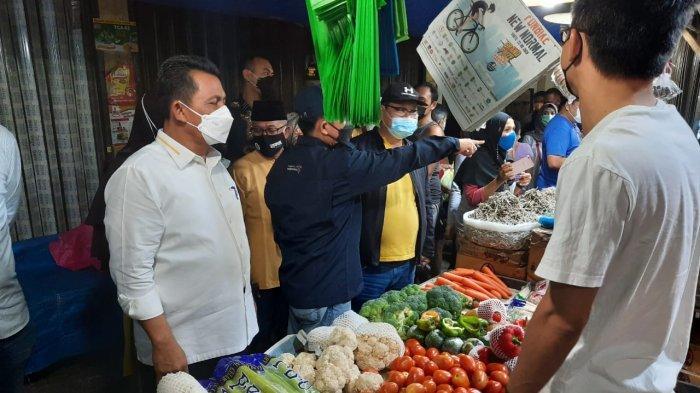 Gubernur Kepri, Ansar Ahmad saat meninjau langsung pasar baru di Tanjungpinang, Jumat (2/4/2021).
