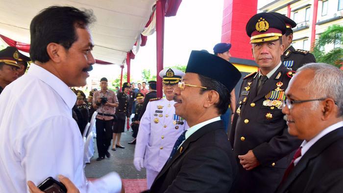 Gubernur Kepri Hadiri Hari Ulang Tahun Bhayangkara ke-70 - gubernur-kepri-nurdin-basirun-menghadiri-peringatan-hari-ulang-tahun-bhayangkara2_20160701_184546.jpg
