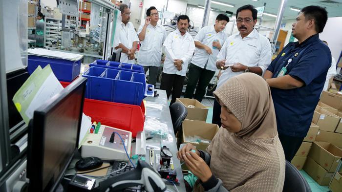 Gubernur Ingin Lobam Bintan Maju dan Berkembang - gubernur-kepri-nurdin-basirun-mengunjungi-kawasan-bintan-industrial-estate-lobam_20160713_182233.jpg