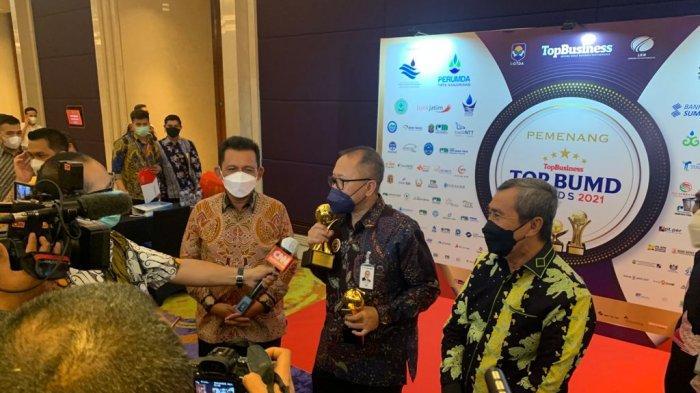 Gubernur Kepri Ansar Ahmad Terima Penghargaan TOP Pembina BUMD di Jakarta