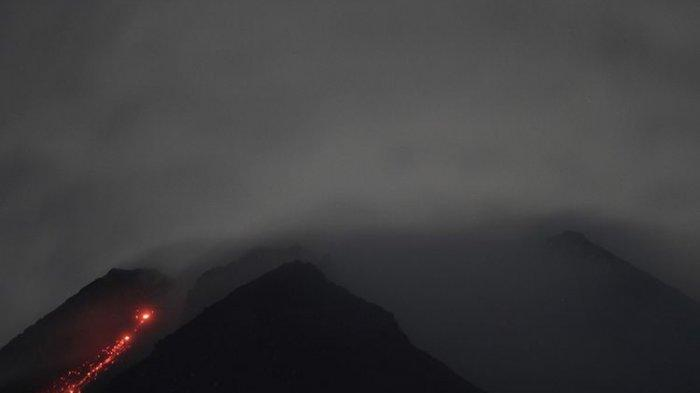 Mount Merapi 24 Times Released Incandescent Lava Avalanches on Saturday Morning