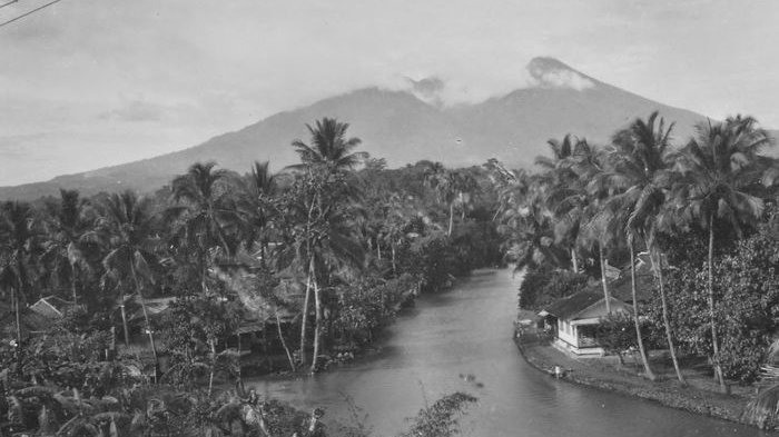 Tampak Berpendar dari Jakarta, Di Manakah Tersimpan Harta Karun VOC di Gunung Salak?