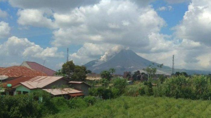 Mount Sinabung Erupts, Releasing Hot Clouds as Far as 2,500 Meters
