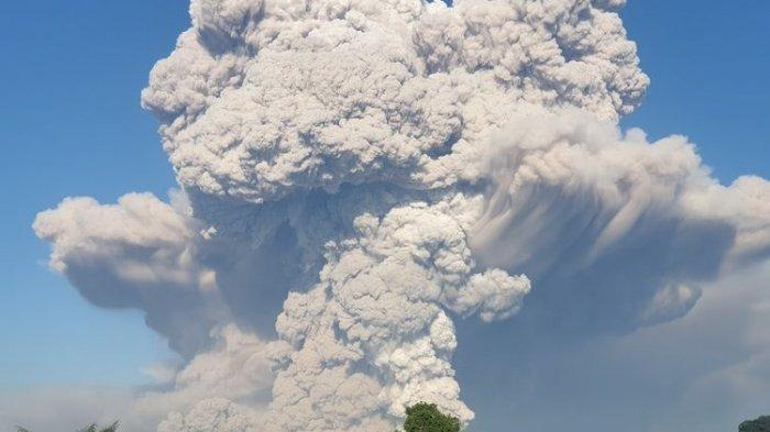 Mount Sinabung Erupts, People are Asked to Be Vigilant