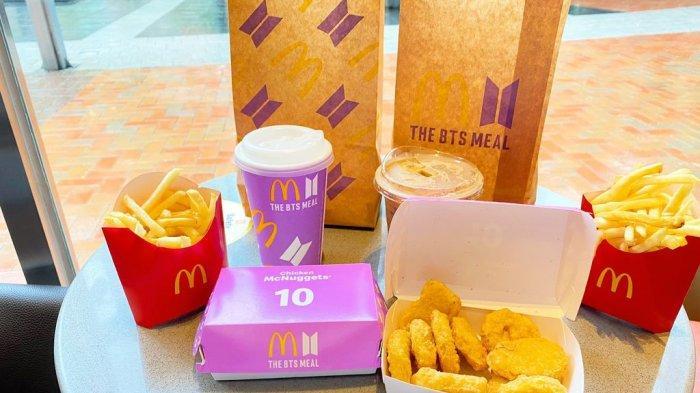 KULINER - BTS Meal McDonalds sudah bisa dibeli mulai hari ini di selurh gerai McD dengan harga Rp 45 Ribu. FOTO: SATU PAKET BTS MEAL