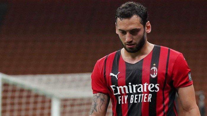 Transfer AC Milan - Hakan Calhanoglu Berubah Pikiran, Tolak Tawaran Klub Qatar, Bertahan di Milan?
