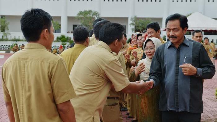 Gubernur Kepri Nurdin Basirun Yakin Para Pegawai Disiplin - halal-bihalal-gubernur-kepri-nurdin-basirun-di-kantor-pemerintah-provinsi-kepri-tanjungpinang_20160711_202805.jpg