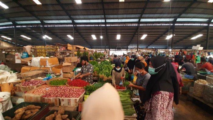 Suasana Pasar Bintan Center Tanjungpinang, Rabu (14/4/2021).