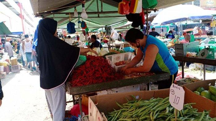 PASAR TOS 3000 - Harga Cabai Merah di Pasar Tos 3000 Batam Turun, Berikut Harga Cabai Lainnya. Foto pedagang di Pasar Tos 3000 Batam, Provinsi Kepri, Selasa (23/3/2021).
