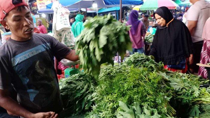 Awal Tahun 2021, Harga Sayur di Pasar Tos 3000 Naik Dua Kali Lipat. Foto penjual sayur di Pasar Tos 3000, Jodoh, Kota Batam, Provinsi Kepri, Rabu (6/1/2021).