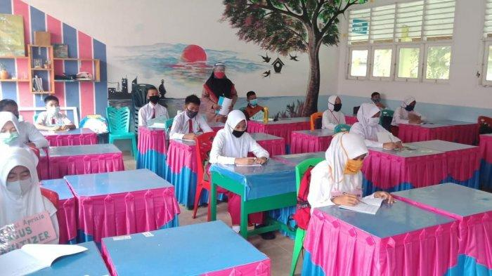 Tahun Ajaran Baru di Karimun, Tak Ada Teman Sebangku, Belajar Tatap Muka Bergantian