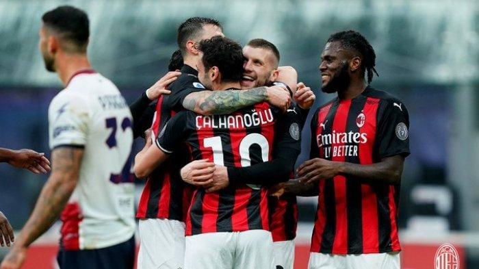 AC Milan vs Crotone, Umpan Hakan Calhanoglu Dikonversi Gol Ante Rebic, Milan Menang Telak