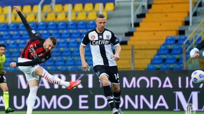 Hasil Liga Italia - Ibrahimovic Kartu Merah, AC Milan Gilas Parma 3-1, Ante Rebic Cetak Gol