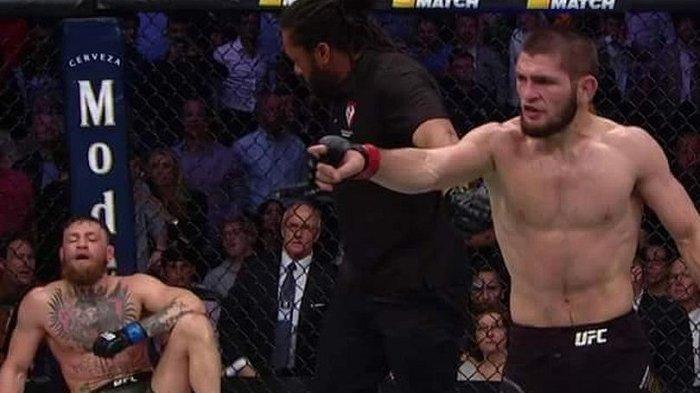 Cornor McGregor menghela napas usai dikalahkan Khabib Nurmagomedov