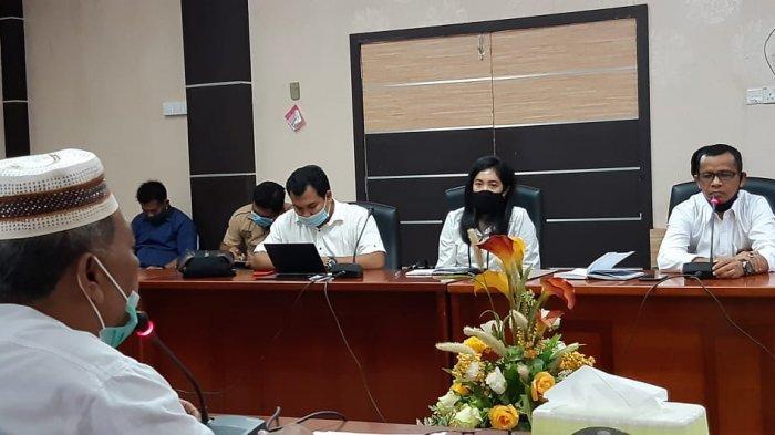 Hearing terkait keluhan masyarakat akan biaya listrik di Kantor DPRD Karimun, Senin (11/5/2020). Manajemen PLN Rayon Tanjungbalai Karimun membantah adanya kenaikan tarif listrik di masa pandemi Covid-19.