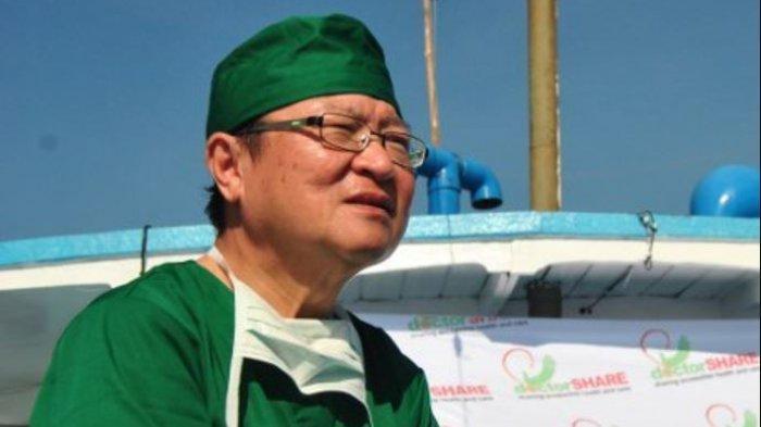 Biodata dr Lie Dharmawan, Pendiri Rumah Sakit Apung, Sang Penolong Kaum Miskin