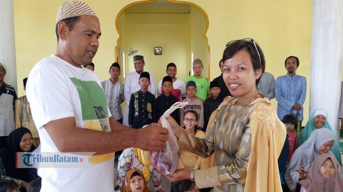 Warga Singapura Ikut Kurban di Tiban dan Sumbang Dana Pembangunan Masjid