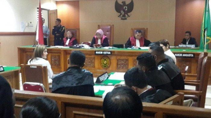 Hakim Geram Saat Tante Hilda Vitria Jadi Saksi di Persidangan Kriss Hatta: Kita Harus Punya Sikap!