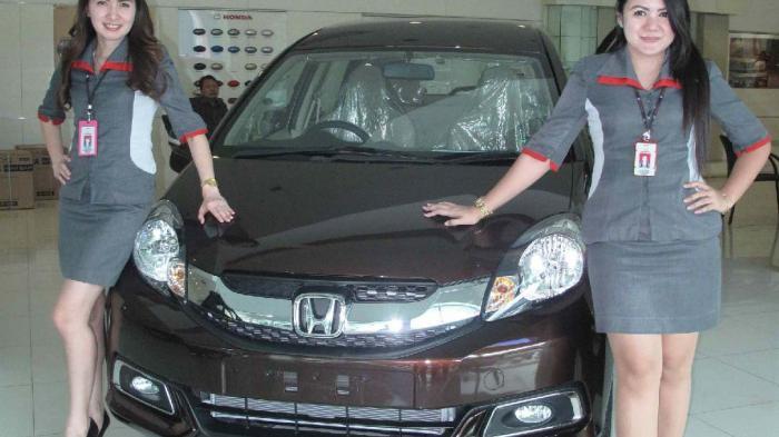 Marketing Honda Nagoya berpose di Honda Mobilio beberapa waktu lalu