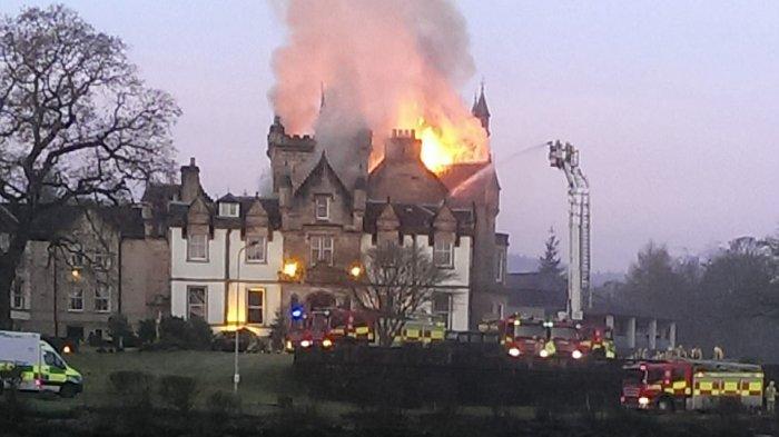 HOTEL Bintang Lima Terbakar, Ada Drama Penyelamatan Bayi di Antara Kobaran Api