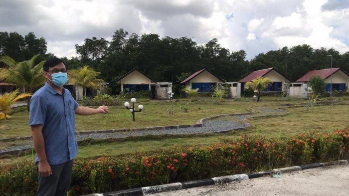 Manajer Hotel Kunang-Kunang Kecamatan Gunung Kijang, Renaldi menunjukkan kamar hotel yang akan digunakan pasien Covid-19.