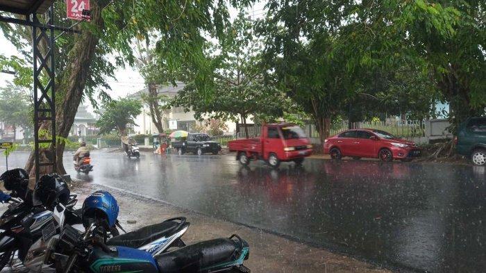 Hujan di Tanjungpinang, Provinsi Kepri, Senin (29/3/2021).