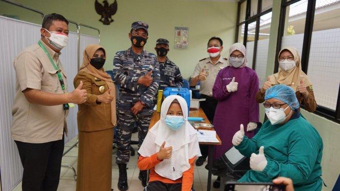 Rahma dan Danlantamal lV Tanjungpinang Tinjau Serbuan Vaksin Maritim bagi Pelajar