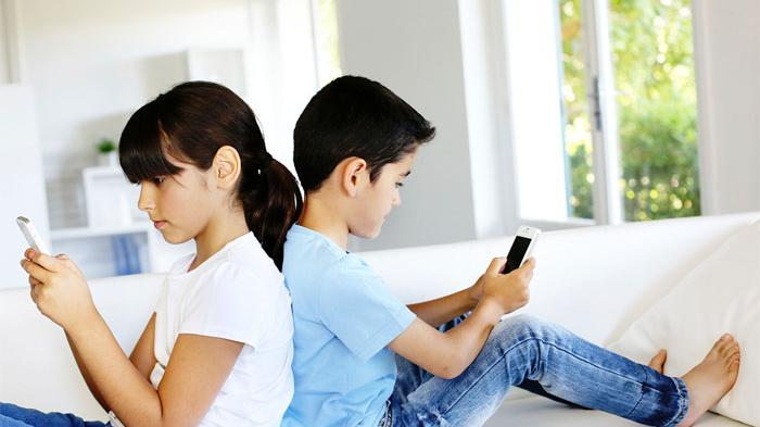 Perhatikan Jarak Layar, Inilah 5 Tips Mencegah Gangguan Penglihatan Anak Ketika Gunakan Gadget