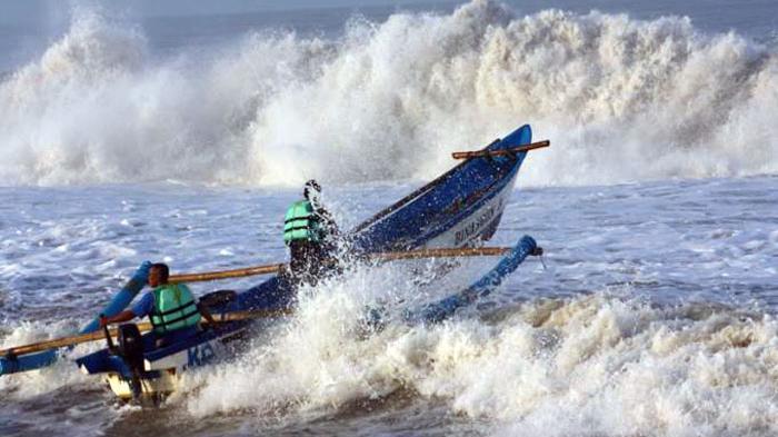 Info BMKG: Waspada! Gelombang Tinggi di Perairan Natuna dan Anambas Capai 5 Meter
