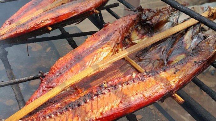 Habis Terjual hingga 100 kg Per Hari, Coba Kelezatan Ikan Asap Oleh-Oleh Khas Natuna