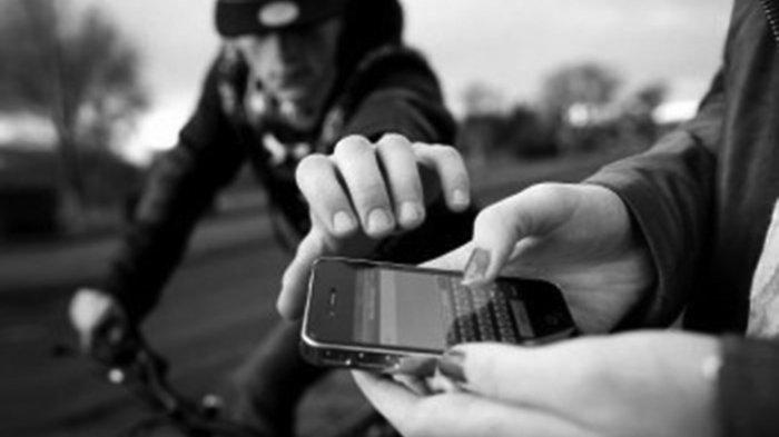 Kaget Handphone Dirampas, 2 Wanita Nyungsep dan Terjatuh dari Motor Saat Kejar Jambret