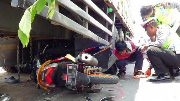 Penumpang Ojek Online Tewas di Tempat Usai Dilindas Truk, Motor Terjatuh Setelah Hindari Lubang