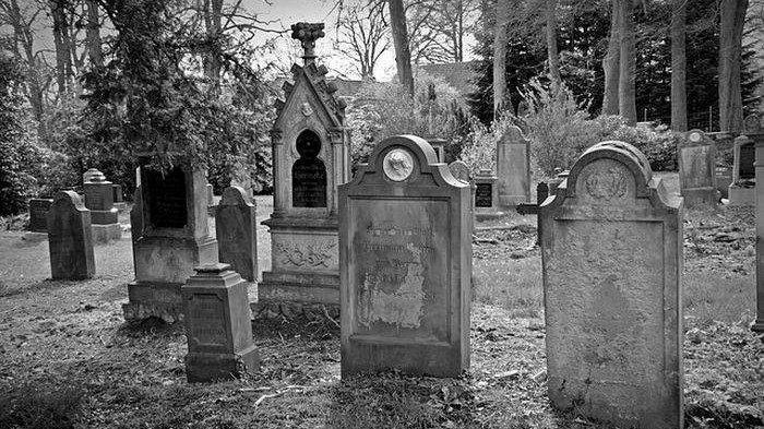 Muncul Suara Misterius, Warga Ramai-ramai Bongkar Makam Wanita Hamil yang Baru Sehari Dikubur