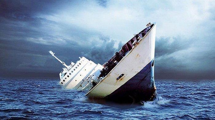 Kapal Tenggelam Dihantam Ombak di Selat Sunda, Penumpang Berenang Selamatkan Diri, 10 Orang Hilang