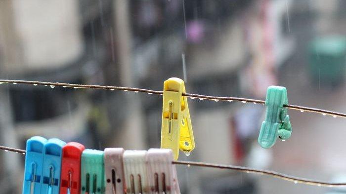 Begini Tips Jemur Pakaian Agar Cepat Kering, Wangi, dan Bebas Jamur di Musim Hujan