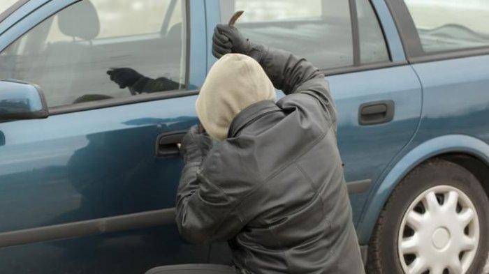ALAMAK! Pencuri Ini Terkunci dalam Mobil Curiannya, Terpaksa Telepon Polisi Agar Bisa Keluar