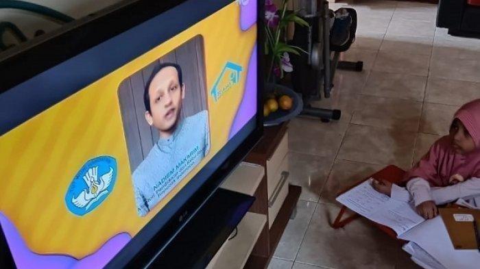 Ilustrasi murid mengikuti program Belajar dari Rumah TVRI