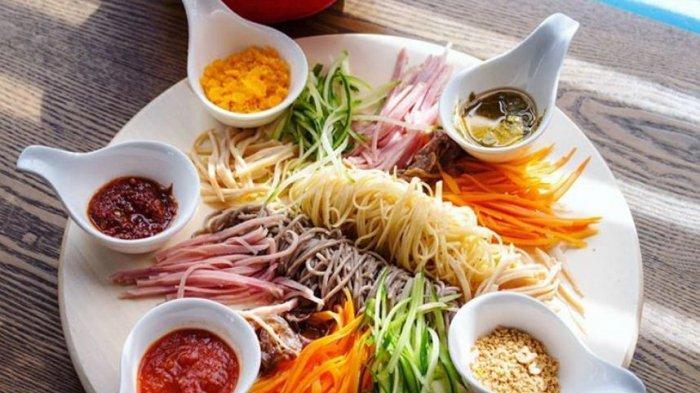 3 Cara Filet Ikan Salmon untuk Hidangan Yu Sheng Agar Lebih Menarik